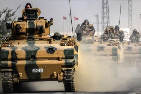 تركيا ترسل تعزيزات عسكرية إلى الحدود السورية