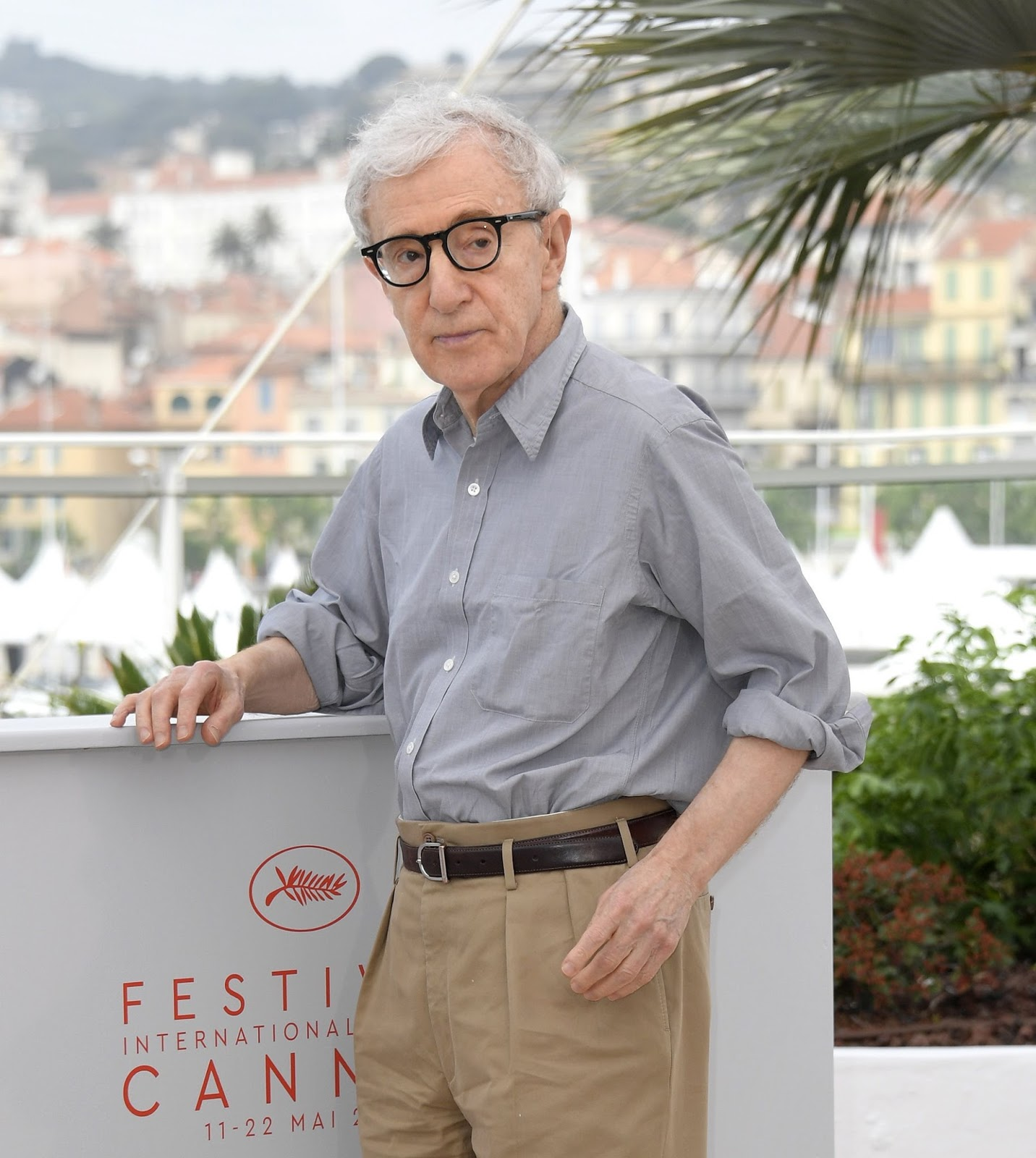 Cranes Are Flying Cannes 2016 Day 2 Andrew Smith Blue Floral Shirt Biru M And The Comedy Itself Might Be A Little De Trop For Some Just As Violence Mystery Of Lhumanit Was Too Much Back In 1999
