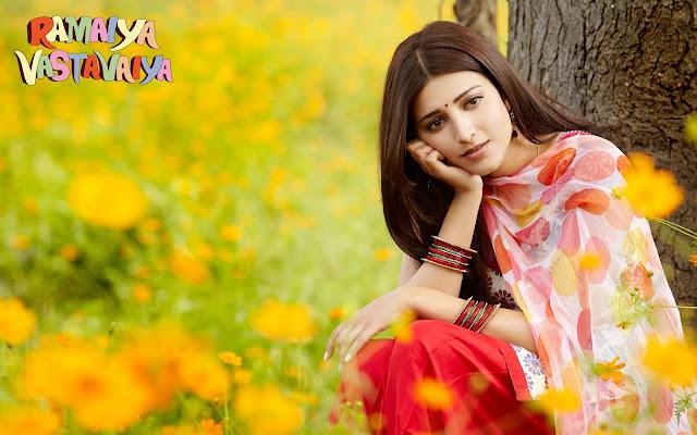 Beautiful Shruti Hasan in Salwar Kameez Wallapers