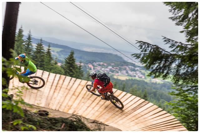 Ein Beispiel für dreidimensionale Streckenführung auf dem Bosch Uphill Flow Trail.
