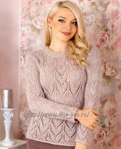 Женский пуловер с ажурным узором.