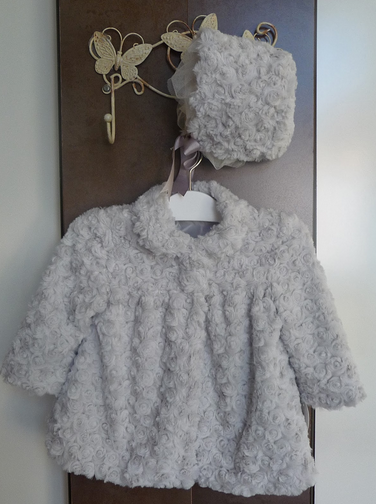 El armario de los peques de la casa  Abrigo de pelo gris perla de ... 112c4d43cb0