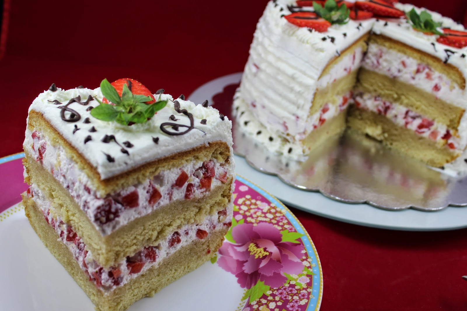 Tarta de nata, fresas y bizcocho Thermomix Ana Sevilla