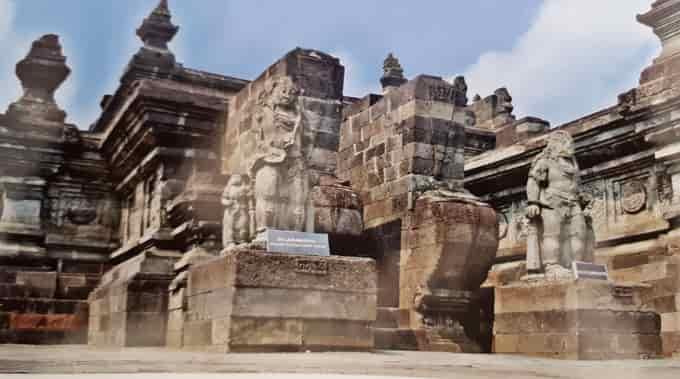 Tempat Wisata di Blitar tidak hanya menyimpan sejarah yang terkenal dengan Sang Proklamat Menembus Waktu di Candi Palah / Candi Penataran - Blitar
