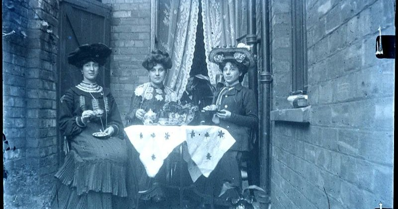 35 Glass Plate Negatives That Show What Edwardian Women Used to Wear in the 1900s