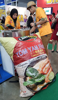 Gigantic pack of Cheffaro tom yam paste decorates the Cheffaro booth.