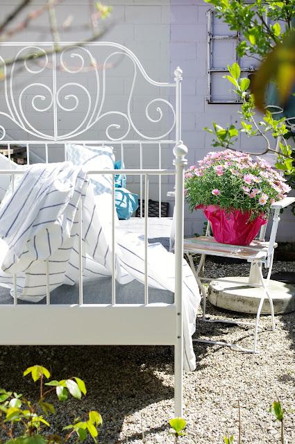 lille sted. Black Bedroom Furniture Sets. Home Design Ideas
