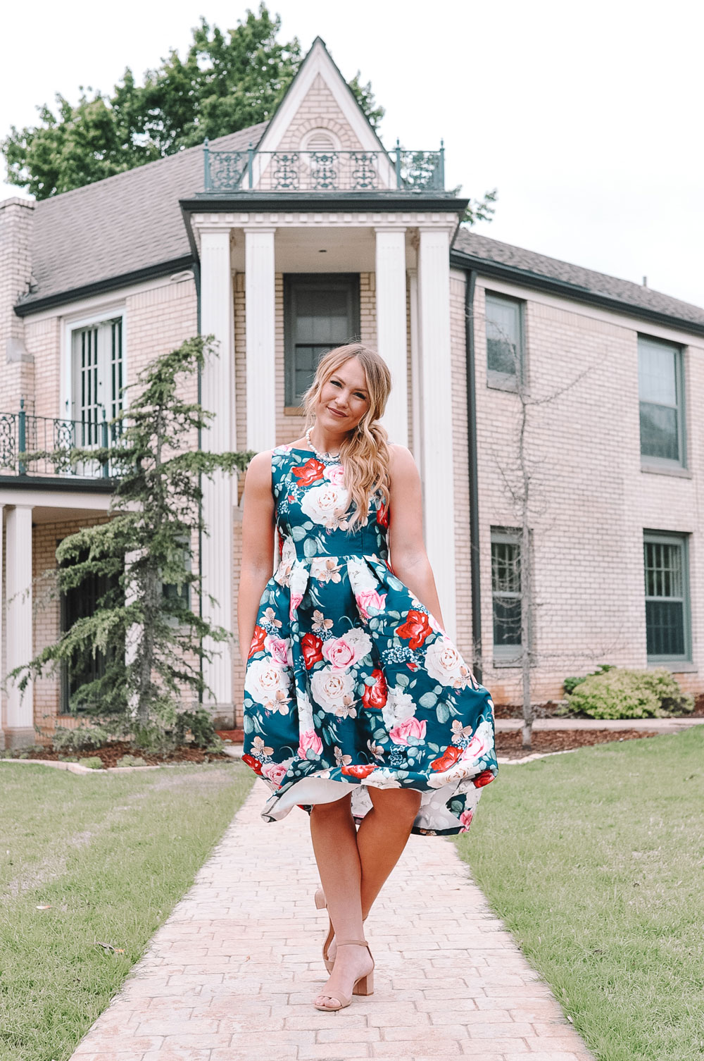 Amanda's OK wears a Retro Floral Dress with Pearls