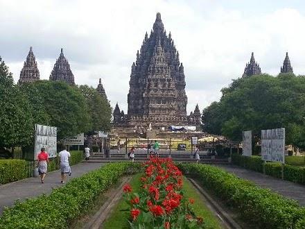 bangunan wisata sejarah candi prambanan termegah hindu