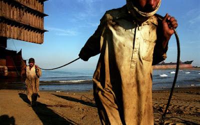Desmontadores de petroleiros, curiosidades, trabalhos degradantes