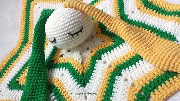 Con hilos, lanas y botones: Manta de apego conejito orejas largas amigurumi