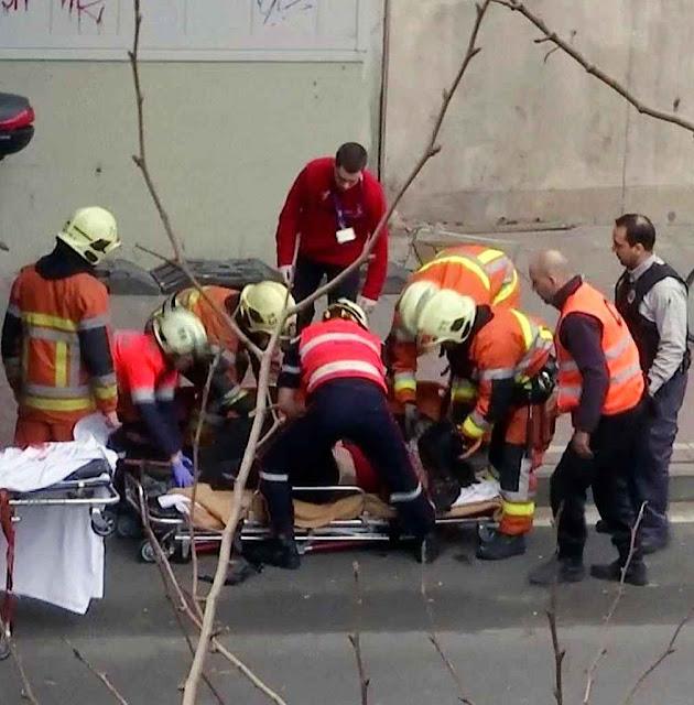 Bruxelas: socorristas atendem uma vítima
