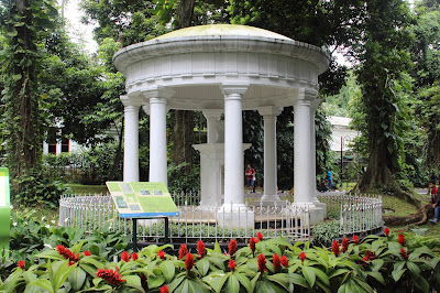 Hasil gambar untuk monumen lady raffles