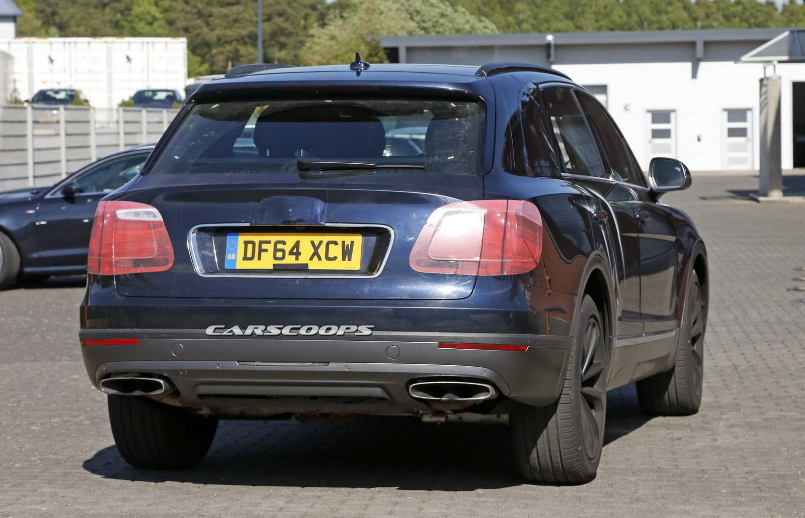 2016 Bentley Bentayga (SUV) 32