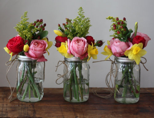 diy weddings how to make hanging mason jar flower vases with frog lids 17 apart. Black Bedroom Furniture Sets. Home Design Ideas