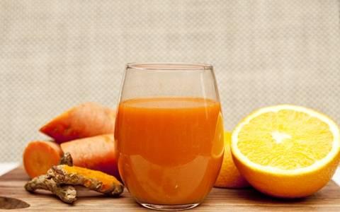 Membuat jus wortel untuk mengatasi kanker berbahaya