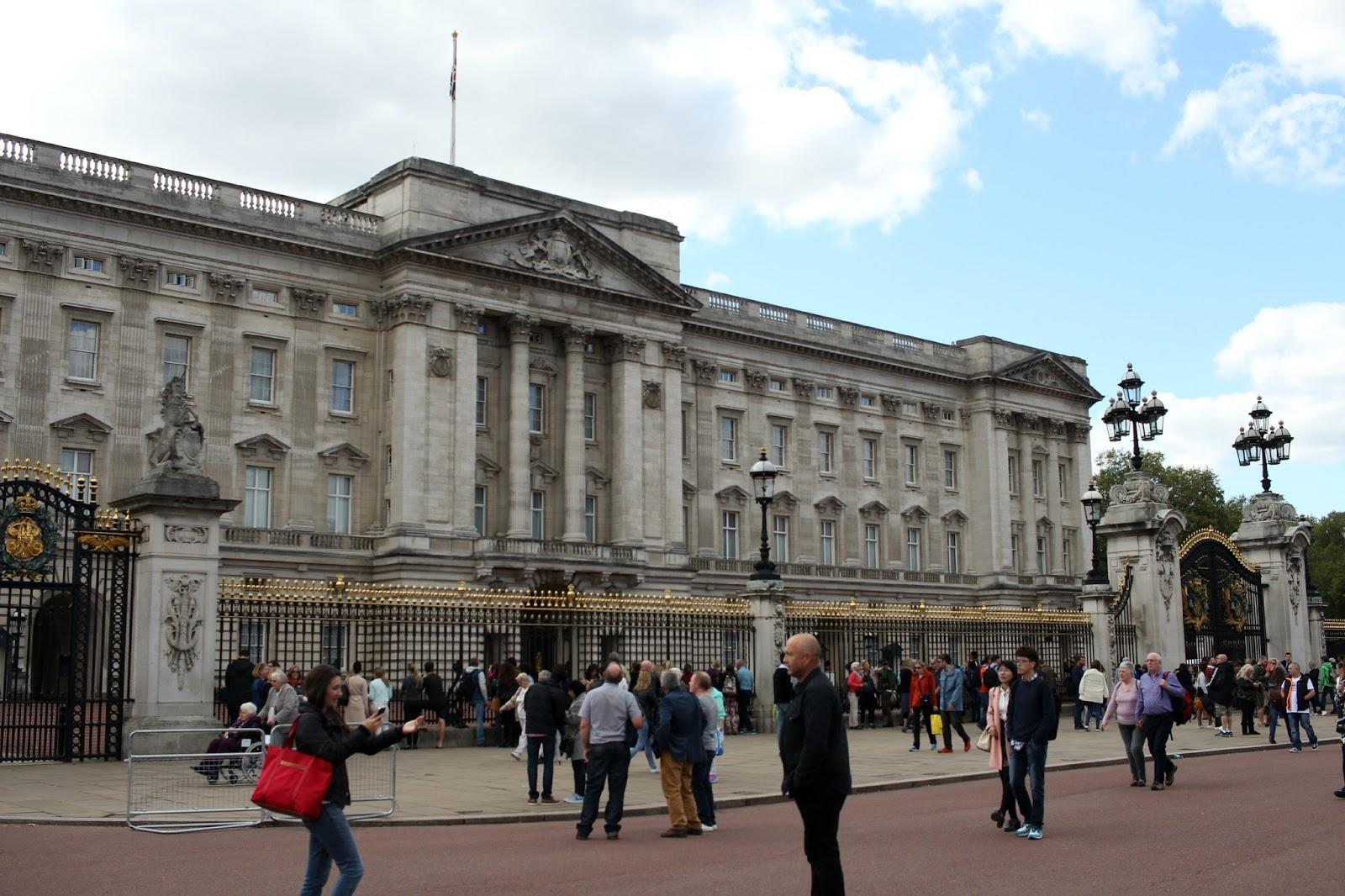 news from buckingham palace - HD1600×1066