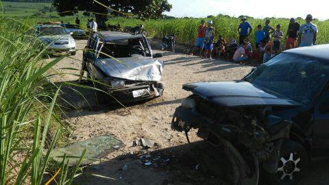http://www.blogdofelipeandrade.com.br/2016/02/acidente-deixa-11-pessoas-feridas-em.html
