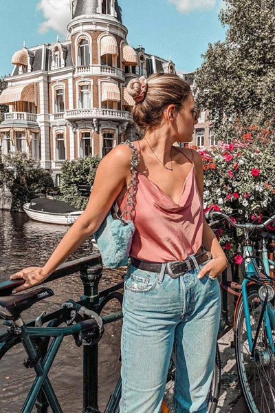 19 Stylish Fall Outfits to Copy in 2018 | Satin Neck Cami Top + Levi's Crop Jeans + Teddy Fur Clutch