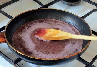 Sos de vin rosu pentru fripturi