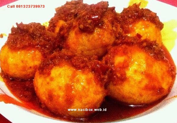 Telur Balado Padang ala nasi box-nasi kotak di kawah putih