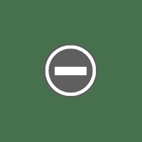 Blomsterpynt på festbord.
