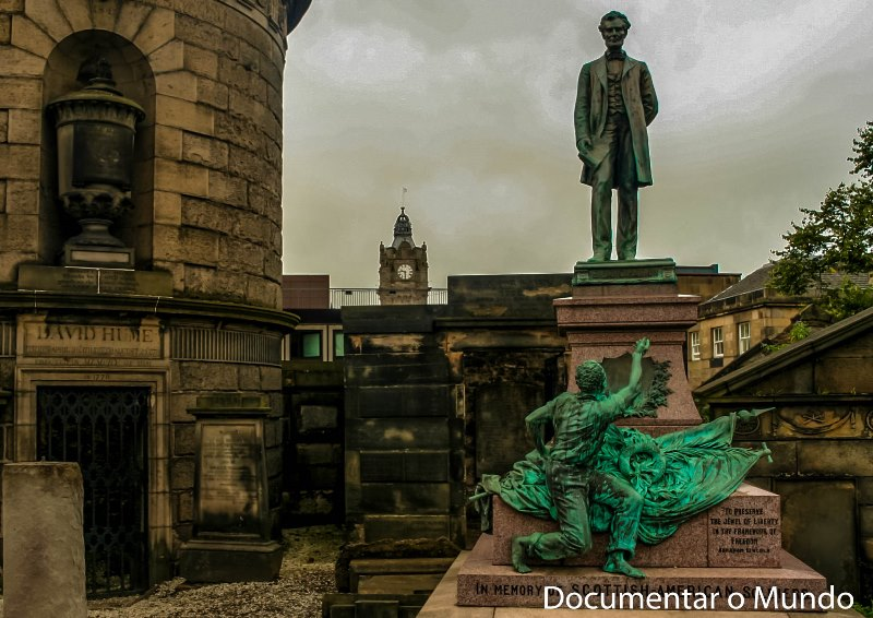 Old Calton Burial Ground; mausoléu de David Hume