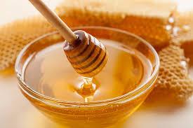 Menghilangkan bau badan dengan madu.