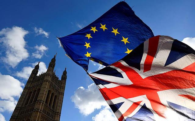 Πιέσεις στο ευρώ λόγω ανησυχιών για την Ευρωζώνη