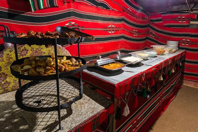 Cena buffet en Wadi Rum Starlight Camo Jordania
