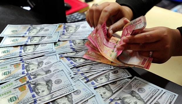 Rupiah Ditransaksikan Antar Bank di Jakarta Bergerak Melemah Jadi Rp 14.871 Perdolar AS