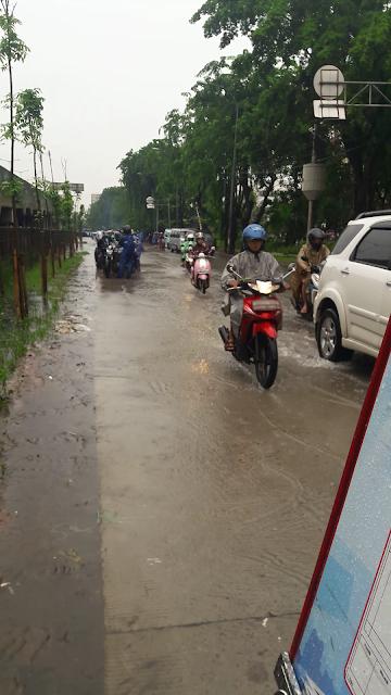 http://www.thiosanggara.top/2017/02/tips-berkendara-ketika-banjir.html