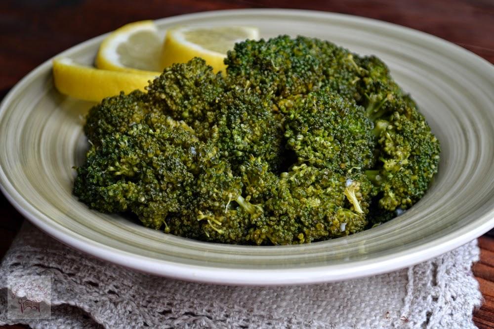http://www.caietulcuretete.com/2014/03/broccoli-sote-cu-lamaie-si-usturoi.html
