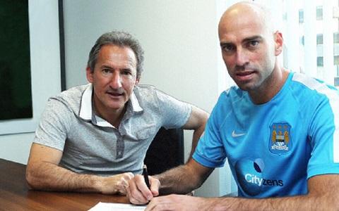 Caballero ký hợp đồng với Man City