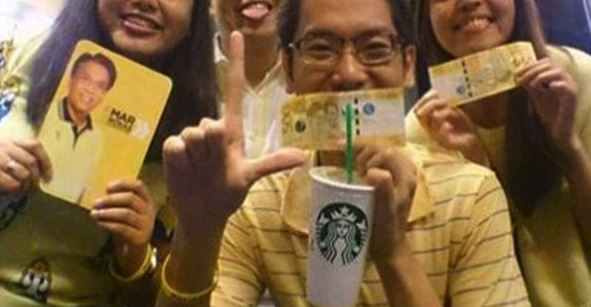 """MUST SEE: Black Or Yellow? Photo Of """"Paid"""" Millennials After Anti-Marcos Rally Goes Viral"""