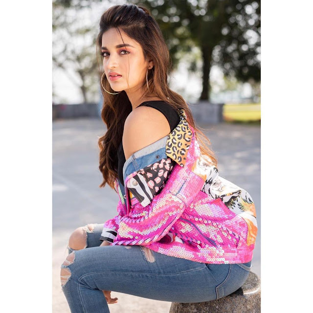 Nidhhi Agerwal - Looking HOT in this photos