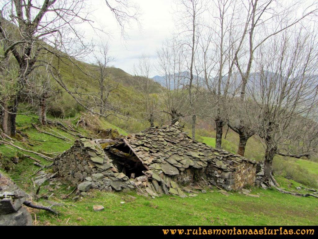 Ruta Peña Redonda: Cabaña en pradería