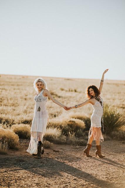 hippie girls dancing