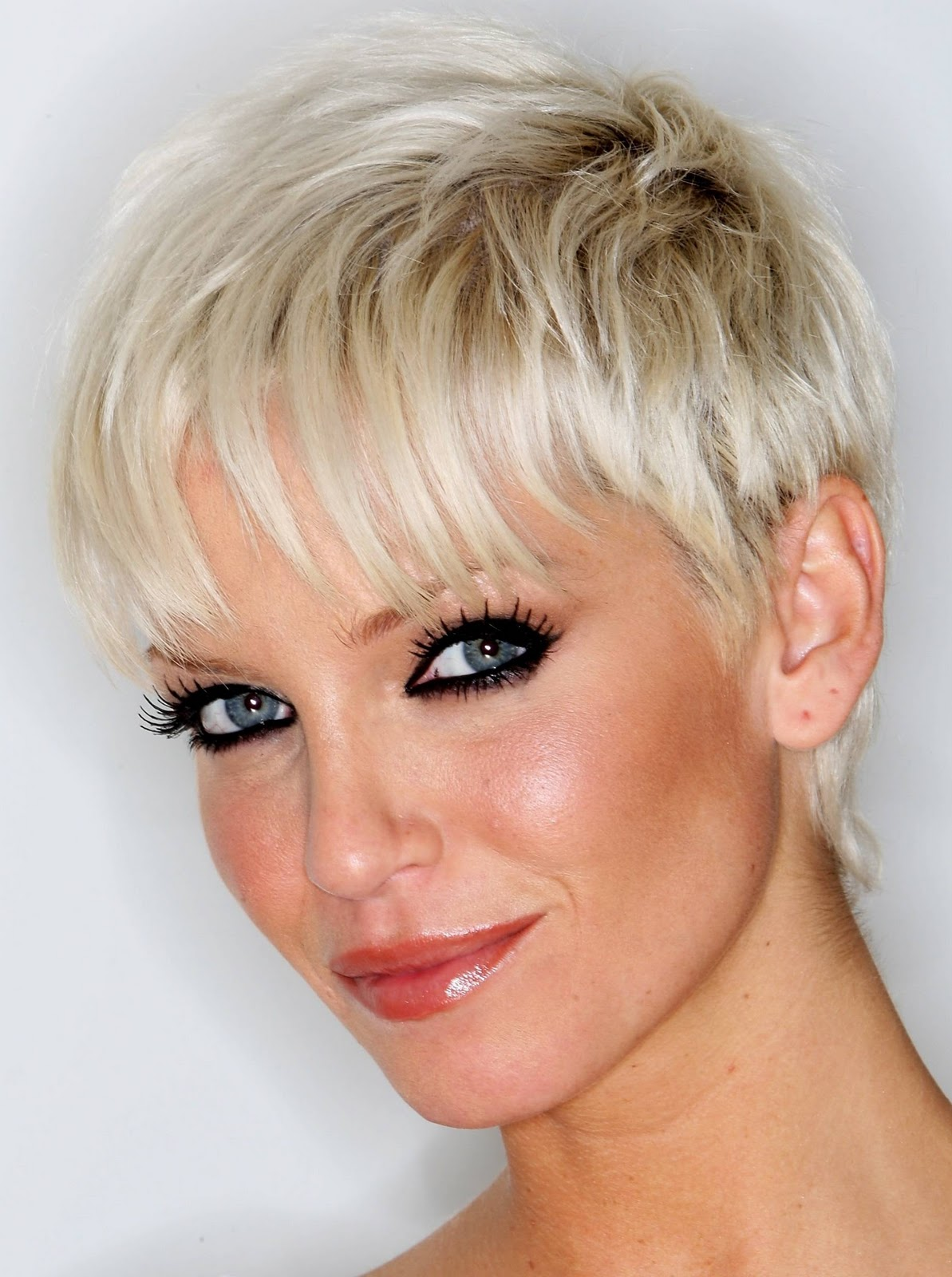 sarah harding hairstyle - short hair - celebrities style