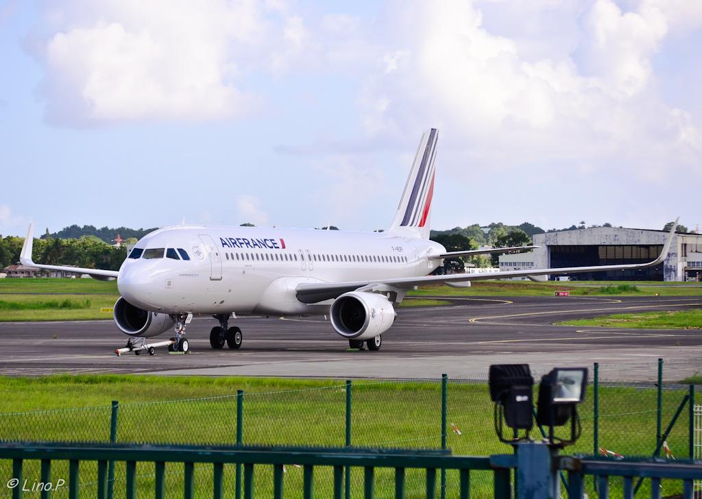 Aviation air routes news air france consegnato il 44 for Airbus a320 air france interieur