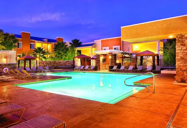 WorldMark Las Vegas Tropicana offers easy access to The Strip while set in a quiet neighborhood just two and a half miles away - in 20 buildings on close to nine acres.