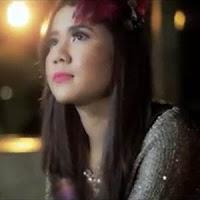 Lirik dan Terjemahan Lagu Rayola - Sayang Bialah Tabang