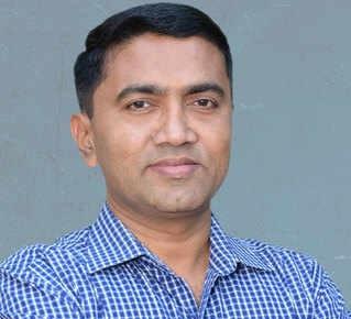 मनोहर पार्रिकर के निधन के पश्चात प्रमोद सावंत ने गोवा के मुख्यमंत्री पद का शपथ लिया
