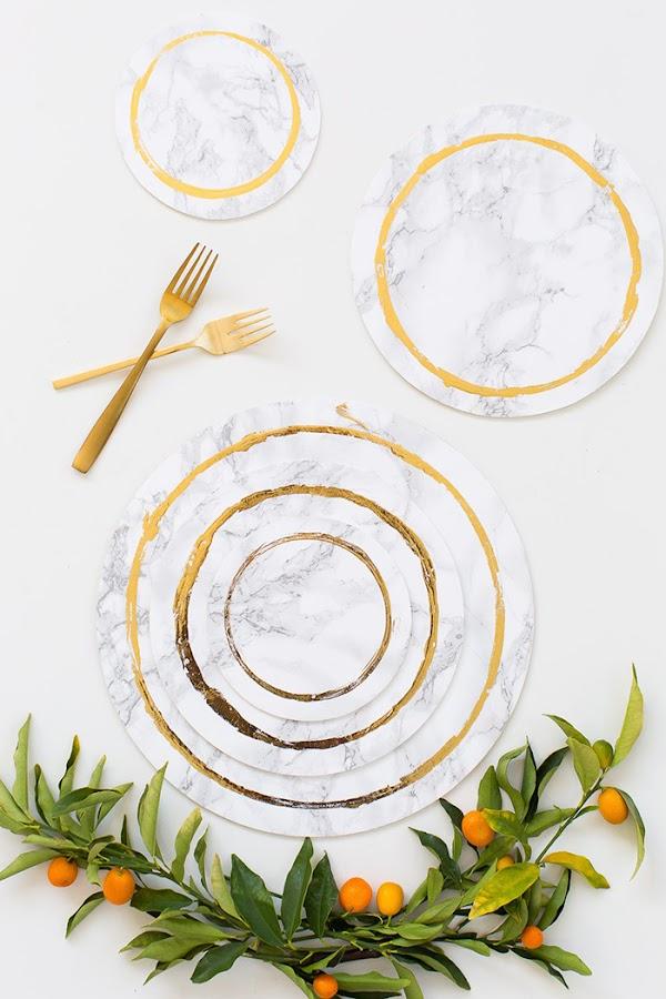 diy-bajoplato-marmol-papel-adhesivo