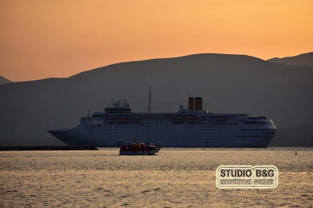 Το κρουαζιερόπλοιο Costa Neoclassica στο Ναύπλιο με 1.200 επιβάτες