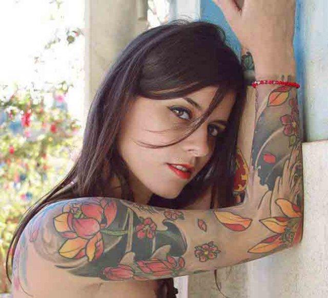 chica suicide girl tatuada