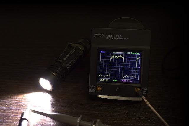 Stroboskop w latarce Folomov 18650s ma częstotliwość 13,2Hz