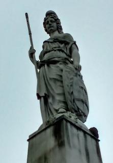 Estatua de la Libertad en Pirámide de Mayo, Plaza de Mayo, Buenos Aires