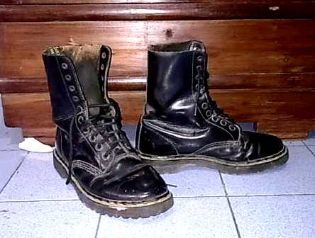 Sepatu Boot DocMart Made in England - HOBIJADUL SHOP    SMS WA ... 93eabca370