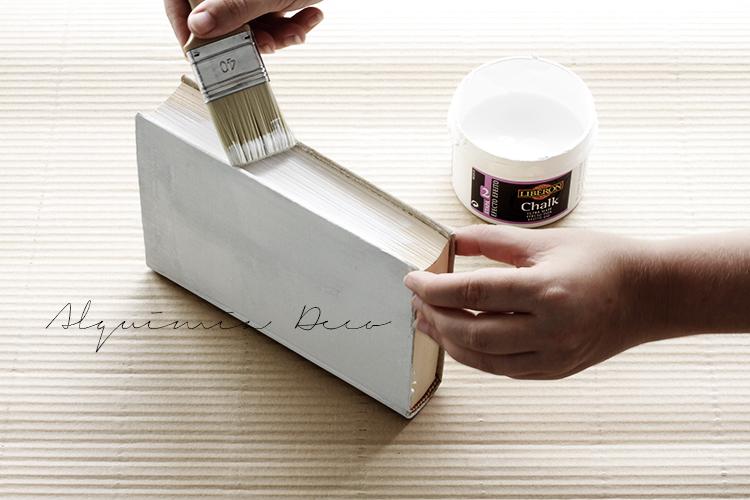 pintar-libro-blanco-viejo-low-cost-diy-tutorial-decoracion-nordica-estilo-nordico-chalk-paint